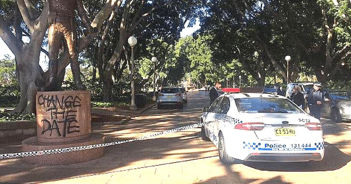 macquarie statue sydney vandalised