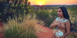 cudubu morgan maternity shoot uluru aboriginal domestic violence