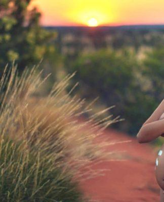 cudubu morgan maternity shoot uluru aboriginal domestic violence