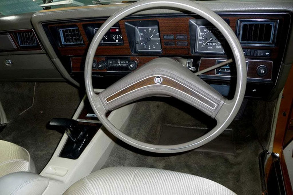 1976-holden-hj-statesman-deville-sedan boomerang steering wheel aboriginal