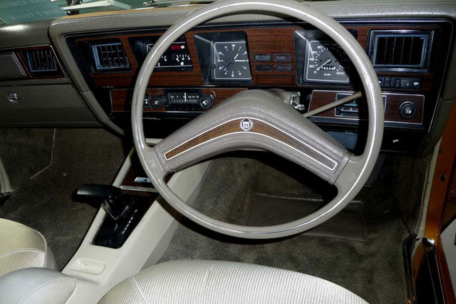 steering-wheel-and-dash holden boomering design aboriginal