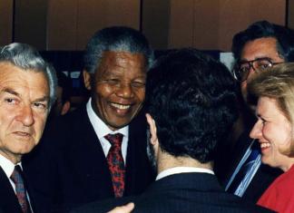 ABORIGINAL ACTIVISTS AUSTRALIA NELSON MANDELA 1990 SYDNEY CANBERRA APARTHEID INDIGENOUS PROTEST